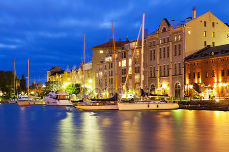 Фотообои Ночной пейзаж старого города в хельсинки