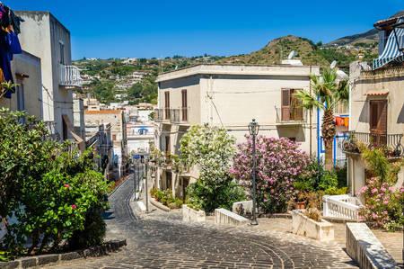 Улицы старого города липари