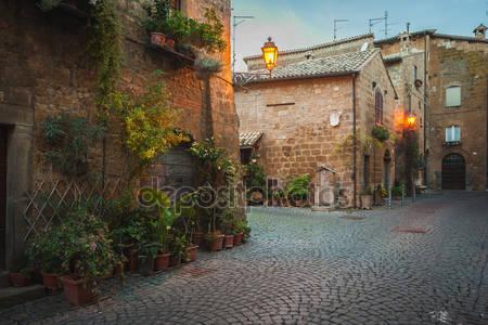 Вечерние улицы старого итальянского города орвието