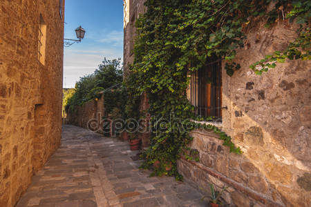 Улицы старого средневекового города в италии